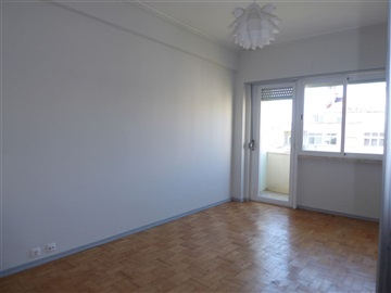 Apartamento T3 / Lisboa, À Av. Uruguai