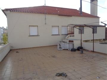 Apartment Floor Dwelling T3 / Castelo Branco, Cansado