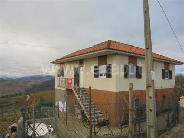 Casa T4 / Vila Real, Abaças