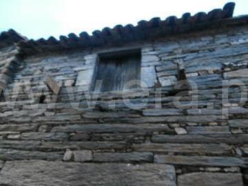 Casa / Torre de Moncorvo, Urros e Peredo dos Castelhanos