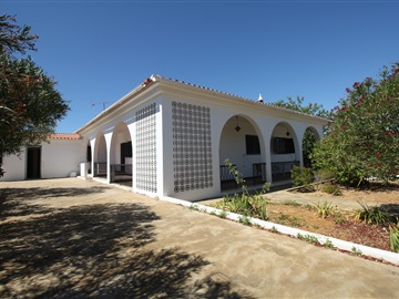 Detached house T4 / Faro, Falfosa