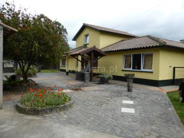 Detached house T6 / Ponta Delgada, Ginetes