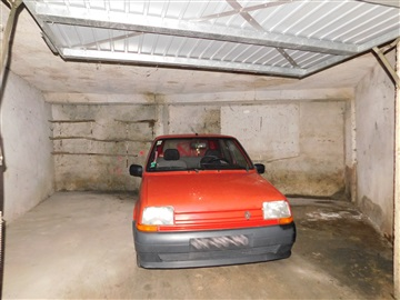 Garage / Seia, São Romão