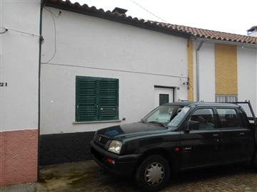 House T4 / Idanha-a-Nova, Ladoeiro