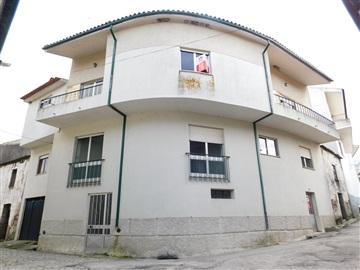 House T4 / Seia, Girabolhos