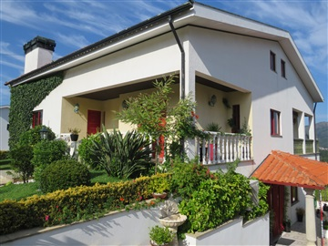 House T8 / Vila Verde, Vila Verde e Barbudo