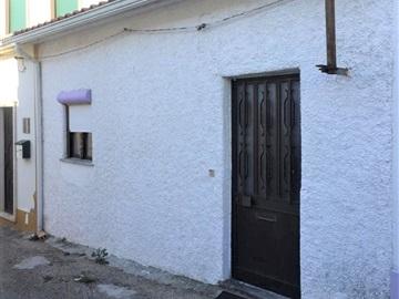 Moradia em Banda T2 / Torres Novas, Olaia e Paço