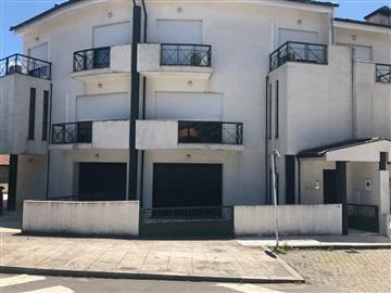 Moradia em Banda T4 / Guimarães, Creixomil