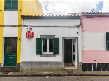 Semi-detached house T2 / Ponta Delgada, Arrifes
