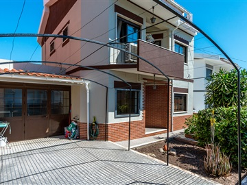 Semi-detached house T4 / Loures, Mealhada
