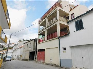 Terraced house T3 / Seia, Lapa dos Dinheiros